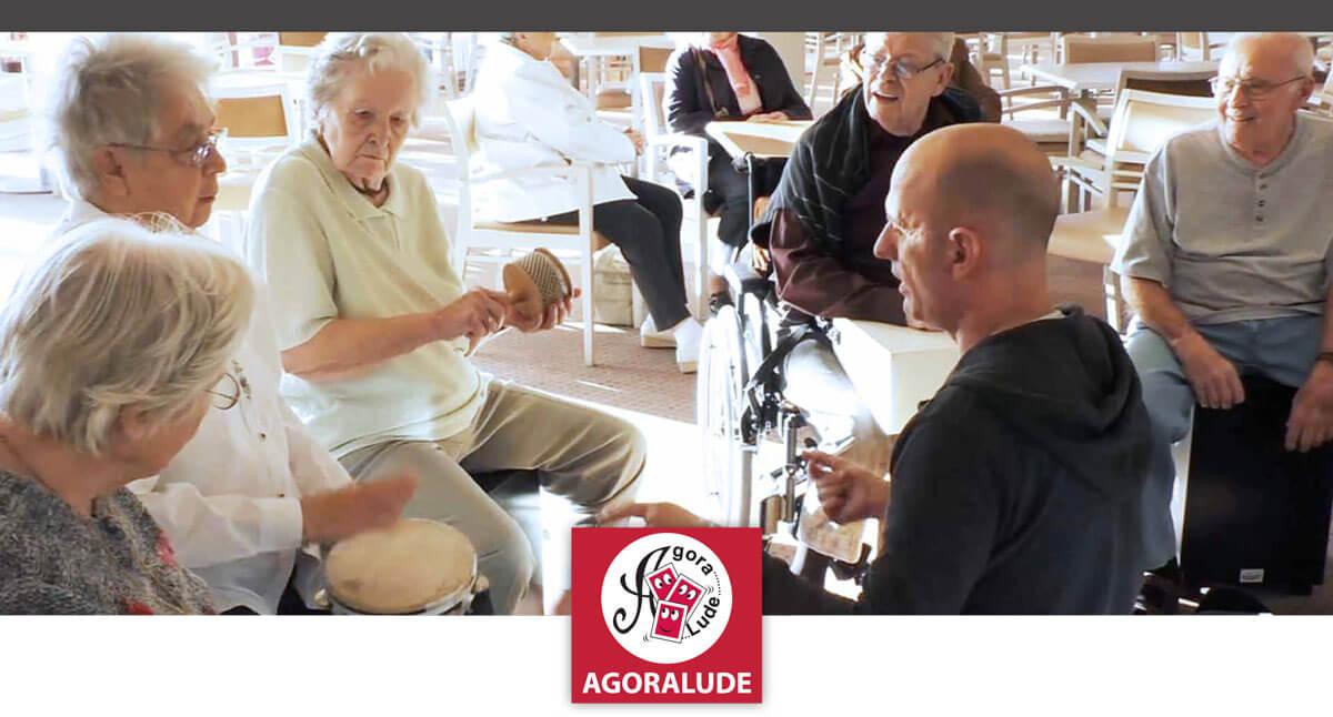Un atelier de musique avec des personnes g es en maison for Animation musicale maison de retraite