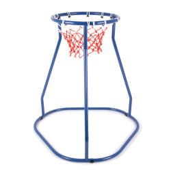 Grand panier de basket au sol