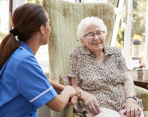 être à l'écoute des personnes âgées