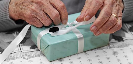 Faire un cadeau pour une personne âgée en ehpad