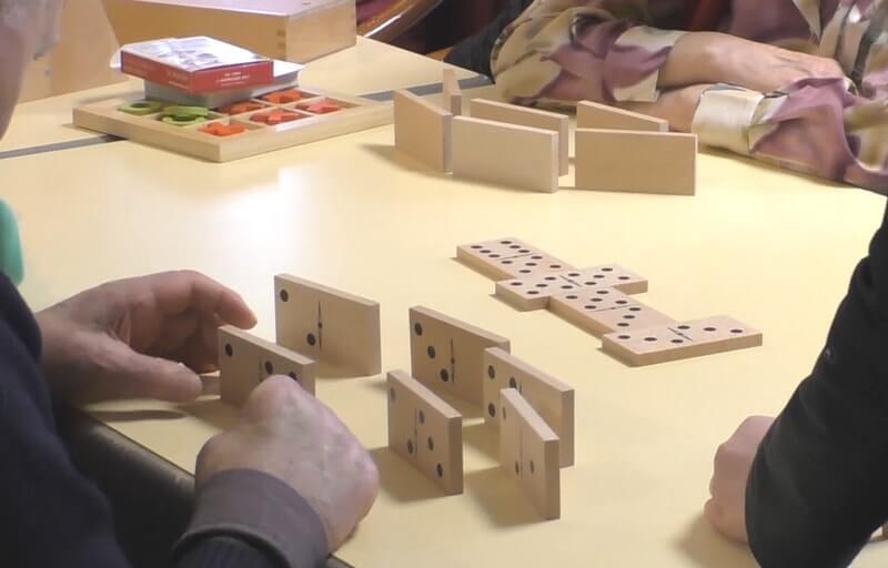 Une partie de dominos
